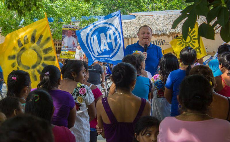 """""""Ustedes ya están decididos, con su apoyo ganaremos y gobernaremos, trabajaremos por un municipio mejor para todos los que habitan en las comunidades rurales y colonias populares"""", afirmó José Esquivel. (Redacción/SIPSE)"""