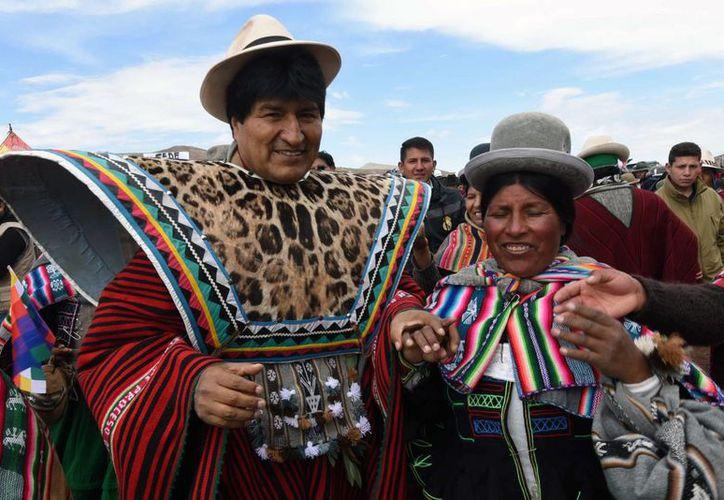 El presidente de Bolivia, Evo Morales, participa en unos actos con comunidades indígenas, en la localidad de Laja. (EFE)