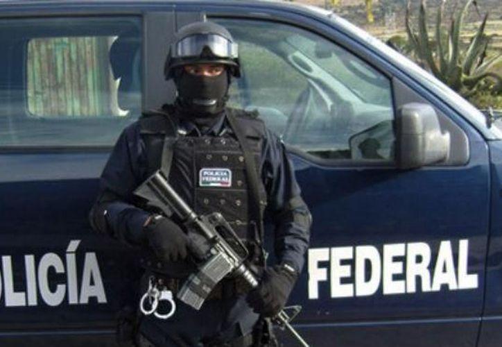 La detuvieron porque tenía los cristales polarizados, lo que representa una violación al Reglamento de Tránsito en Carreteras y Puentes de Jurisdicción Federal. (López Dóriga).