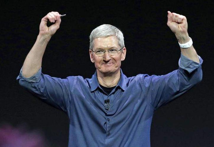 Tim Cook, director ejecutivo de Apple, está en contra de más de un centenar de proyectos de ley de EU, por discriminatorios. (mashable.com/Foto de archivo)