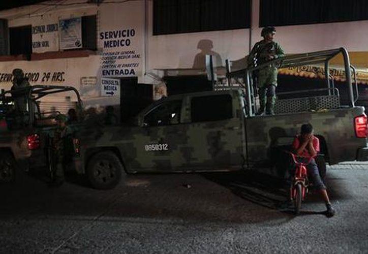 Las familias fueron desplazados por la disputa que mantienen grupos delictivos en San Felipe del Ocote. (Foto: Milenio)