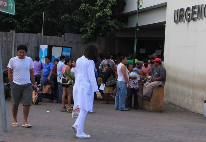 Exhortan a la población que ante cualquier síntoma acudan al médico. (José Acosta/SIPSE)