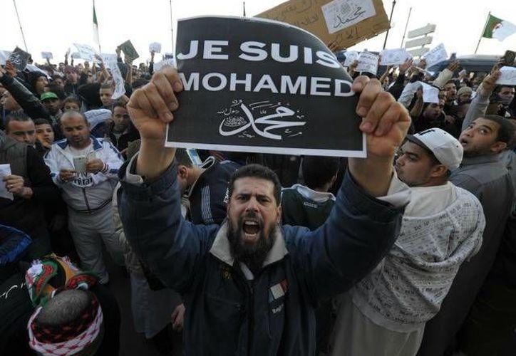 Imagen de las manifestaciones del medio oriente en contra de la revista semanal Charlie Hebdo. (Milenio Novedades)