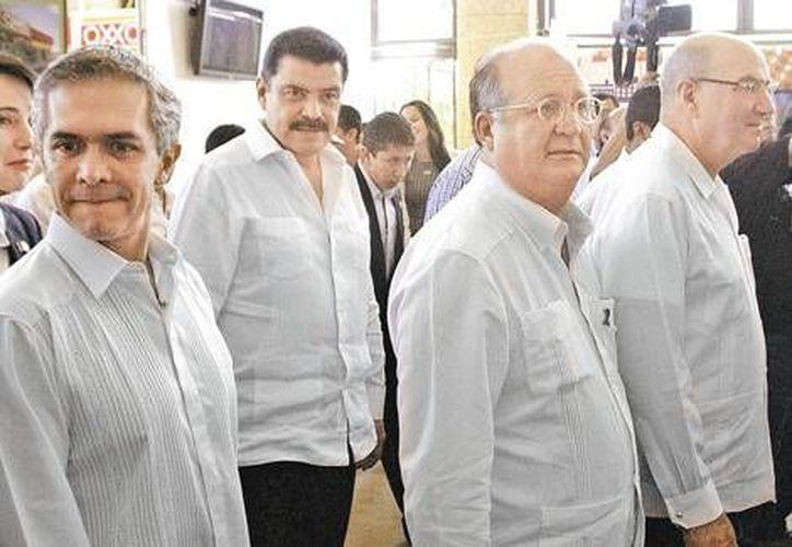 Mancera con varios gobernadores durante la cuarta Cumbre de Seguridad. (Milenio)