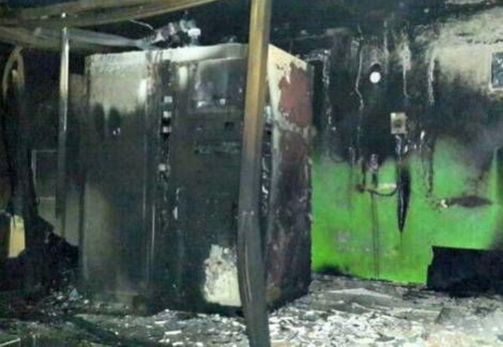 La planta de transmisiones quedó dañada a consecuencia de los artefactos que fueron arrojados. (Foto: Milenio)