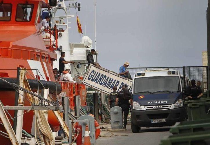 En imagen, el puerto de Almería. El vocero de la delegación del Ministerio del Interior en tal ciudad indicó que el hermano del hombre muerto fue quien pidió la ayuda médica. (Archivo/ EFE)