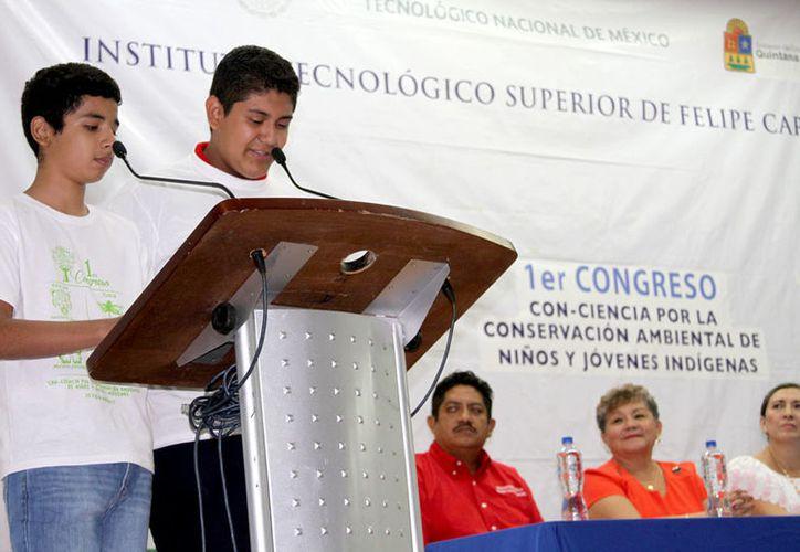 EL auditorio del Instituto Tecnológico Superior de Felipe Carrillo Puerto albergó a representantes de ocho instituciones educativas. (Foto: Jesús Caamal / SIPSE)