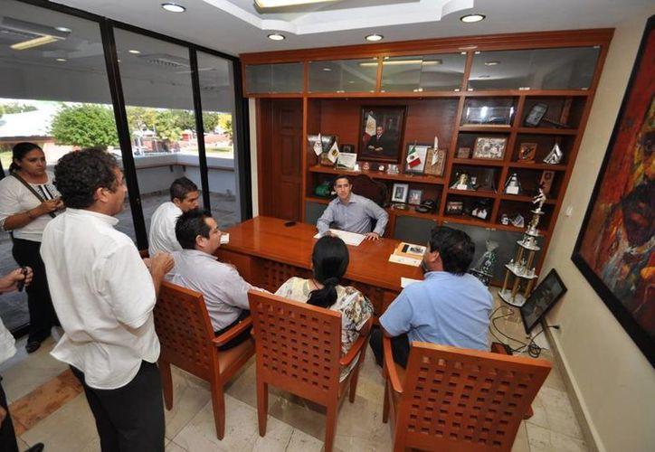 El alcalde se reunió con los organizadores de esta Expo Orienta. (Cortesía/SIPSE)