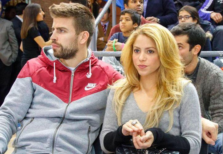 Piqué y Shakira llevan seis años juntos y actualmente tienen dos hijos, Milan de tres años y Sasha que apenas cuenta con un año de edad.(EFE)