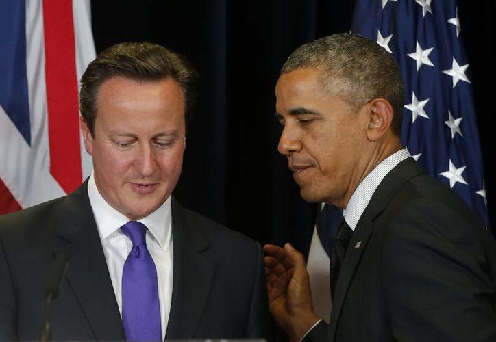 Obama habló en una conferencia de prensa junto al primer ministro británico David Cameron en Bruselas. (Agencias)