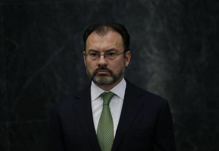 Luis Videgaray recibió como encargo proteger los derechos de los mexicanos que viven en la Unión Americana. (AP/Marco Ugarte)