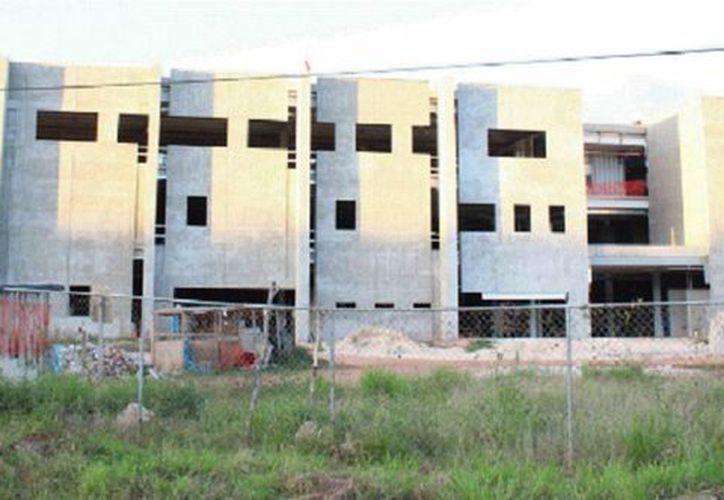 La construcción del hospital de Ticul comenzó desde 2012 y en enero de este año ya debería estar funcionando. (Milenio Novedades)