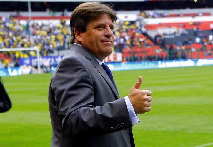 Miguel Herrera hizo una seña obscena a algunos aficionados de Monterrey, en el Estadio BBVA. (Foto: Contexto/Internet)