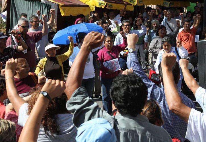 La iniciativa se entrega luego de encendidas protestas del magisterio disidente. (Archivo/Notimex)