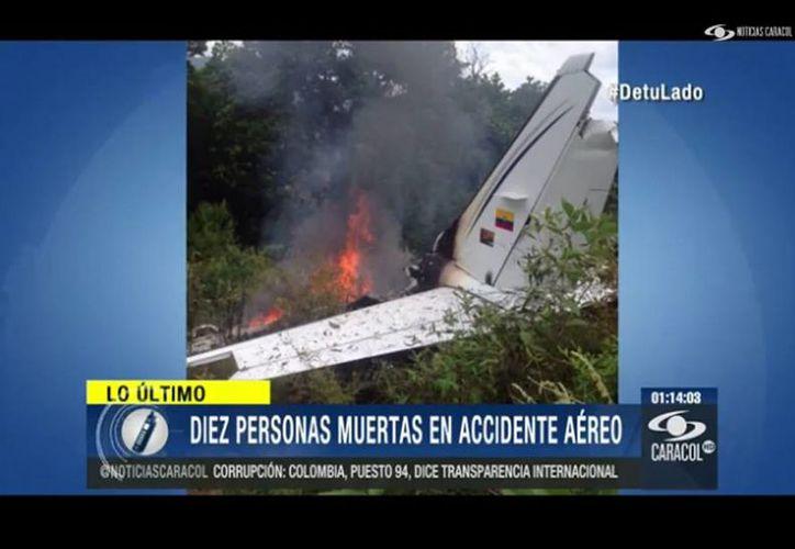 Diez pasajeros de una avioneta perdieron la vida al caer la aeronave en la que viajaban. (noticiascaracol.com)