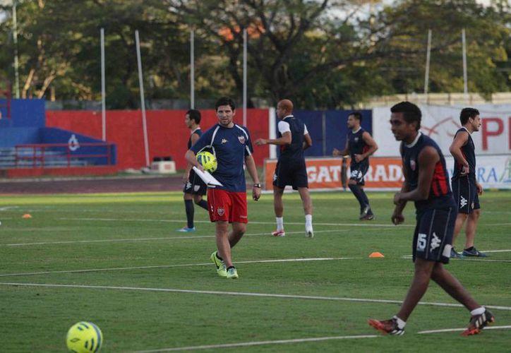 El timonel azulgrana, Gabriel 'Místico' Pereyra, recordó que la Copa es para proyectar jugadores canteranos. (Redacción/SIPSE)