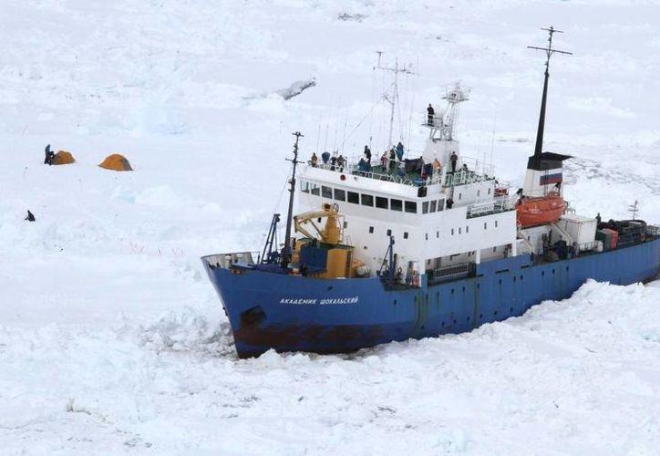 El Akademik Shokalskiy está atrapado desde el 24 de diciembre a unas 100 millas náuticas de la base francesa en la Antártida Dumont D'Urville. (scmp.com)