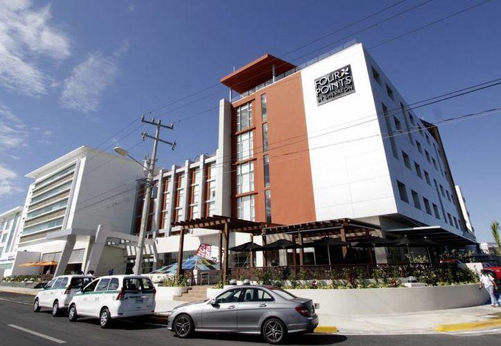 El hotel Four Points by Sheraton Cancun se encuentra a un lado del Hospital Galenia. (Francisco Gálvez/SIPSE)