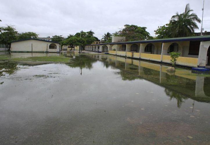 Varias escuelas del municipio sufrieron afectaciones. (Sergio Orozco/SIPSE)