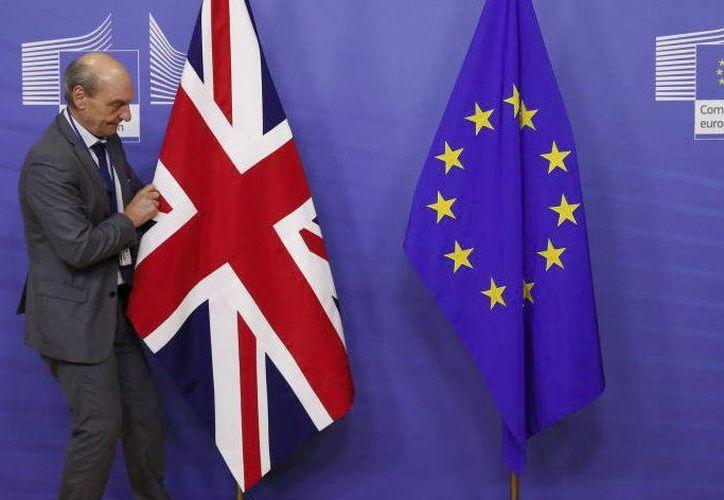 La primera ministra, Theresa May, volverá Bruselas para intentar modificar los términos respecto a la frontera entre Irlanda e Irlanda del Norte (Foto: Twitter)