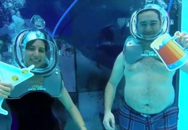 El  'Clear Lounge'  es el primer 'antro' acuático del mundo que te ofrece copas de oxígeno saborizado. (Clear Lounge)