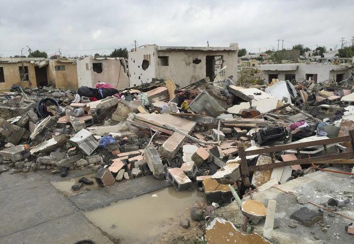 Imagen de unas viviendas dañadas por el Tornado en Ciudad Acuña, Coahuila. Al menos 13 personas perdieron la vida con este fenómeno natural. (AP)