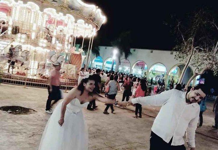 A la yucateca Nina Blues la gente le llamó #ladybodas por presumir en redes sociales que se casaría en las bodas colectivas que se organizan cada año en la Feria de Xmatkuil. (Foto: redes sociales)