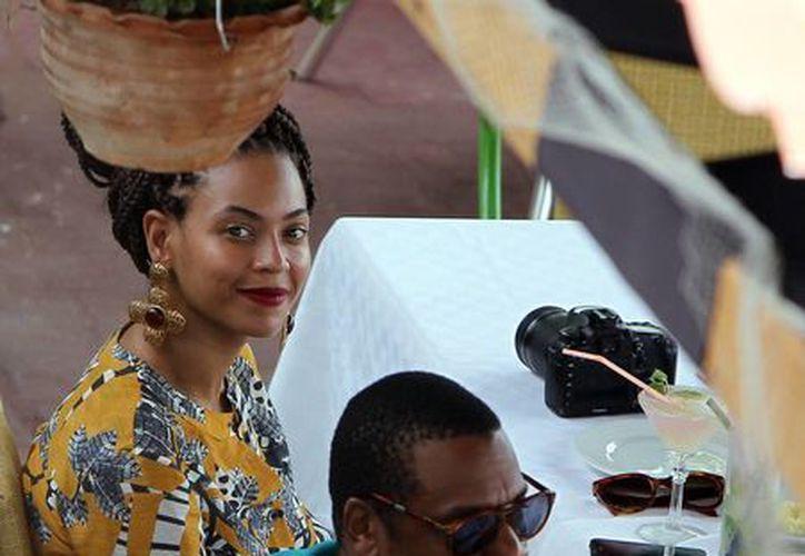 La cantante estadounidense Beyonce y su esposo, el rapero Jay-Z, almorzaron en un restaurante el pasado 4 de abril, en el centro histórico de La Habana, Cuba. (EFE)