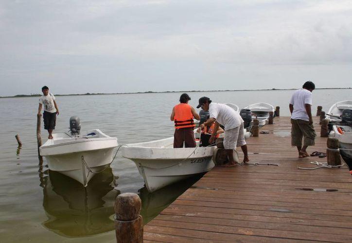 La lluvia ha restringido las actividades marítimas de pescadores y prestadores de servicios turísticos.  (Rossy López/SIPSE)