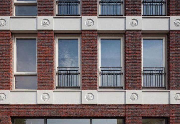 Los decoraciones con emoticonos fueron construidas a partir de un molde 3D creado por Attika Architekten. (Attika Architekten)