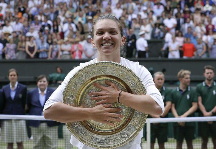 Según Simona, su madre le dijo de niña que si quería lograr algo en el tenis, tenía que jugar la final de Wimbledon. (Fotos: AP)
