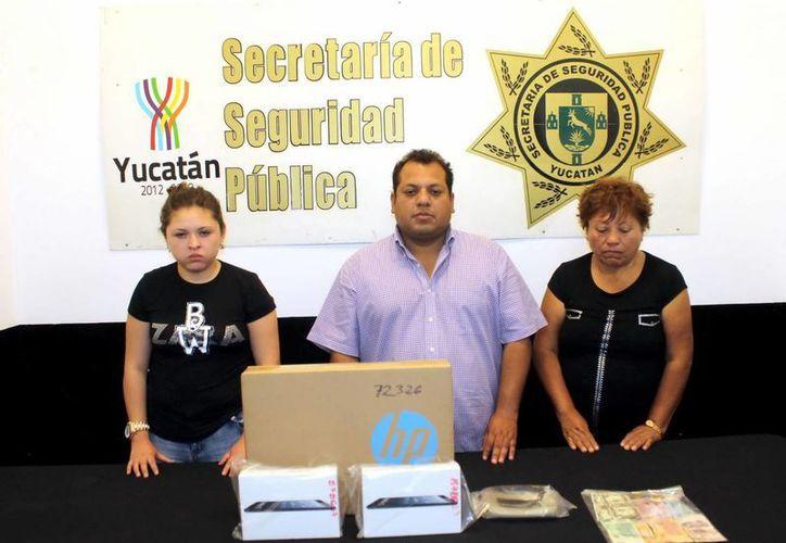 Según la SSP, no es la primera vez que Ana Mandujano (i), Pablo Luis Arias Dumas y María Peraza Castillo delinquen en Mérida. (SIPSE)