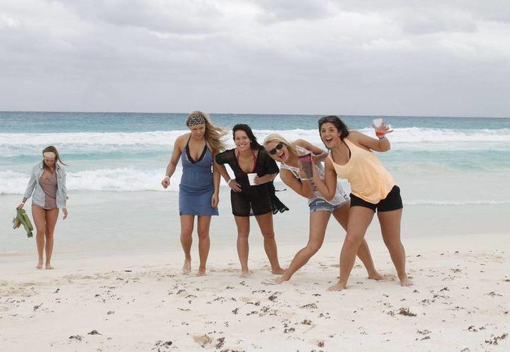 Los turistas son atraídos por las bellezas naturales de este destino turístico. (Israel Leal/SIPSE)