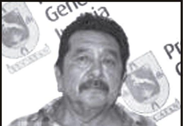 En esta foto de archivo, Severino Molina Magaña fue detenido por la entonces Procuraduría Estatal en 2010, por abusos sexuales a una menor. (Archivo SIPSE)