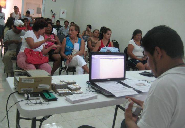 Pueden obtener la credencial para votar en las próximas elecciones. (Lanrry Parra/SIPSE)