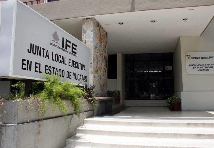 Si su credencial del IFE tiene terminación 09 o 12 deberá renovarla. (Milenio Novedades)