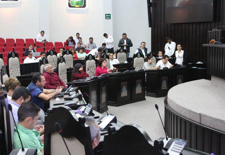La entrega de las prestaciones de fin de año para 542 trabajadores del Congreso local será a más tardar el 15 de diciembre. (Joel Zamora/SIPSE)