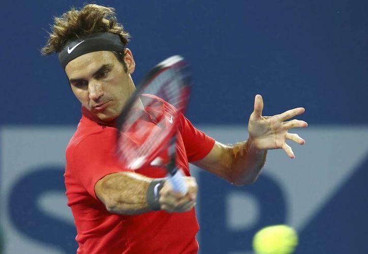 Federer se las verá ahora con el búlgaro Grigor Dimitrov (4), quien doblegó al eslovaco Martin Klizan 6-3, 6-4. (Agencias)
