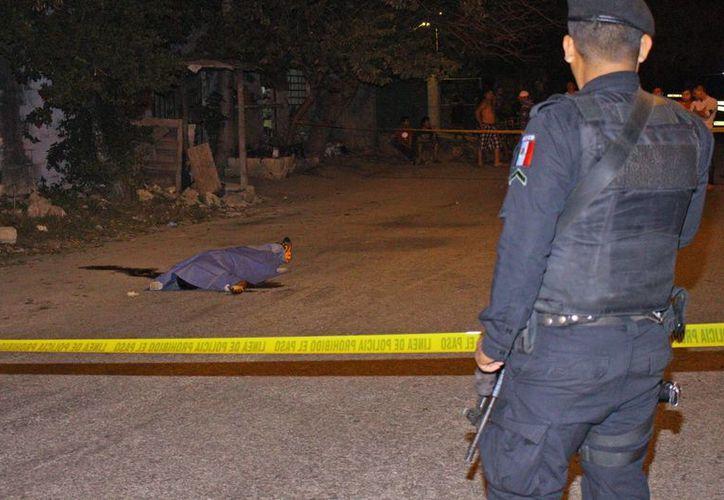 La víctima habría sido atacada con un cuchillo y rematada con un block. (SIPSE)
