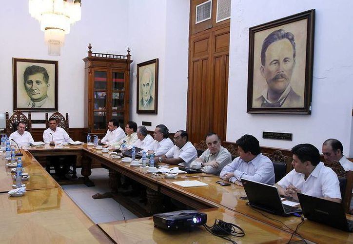El Secretario de Hacienda se reunió con el Gobernador y parte de su gabinete en el Salón de los Retratos. (Milenio Novedades)