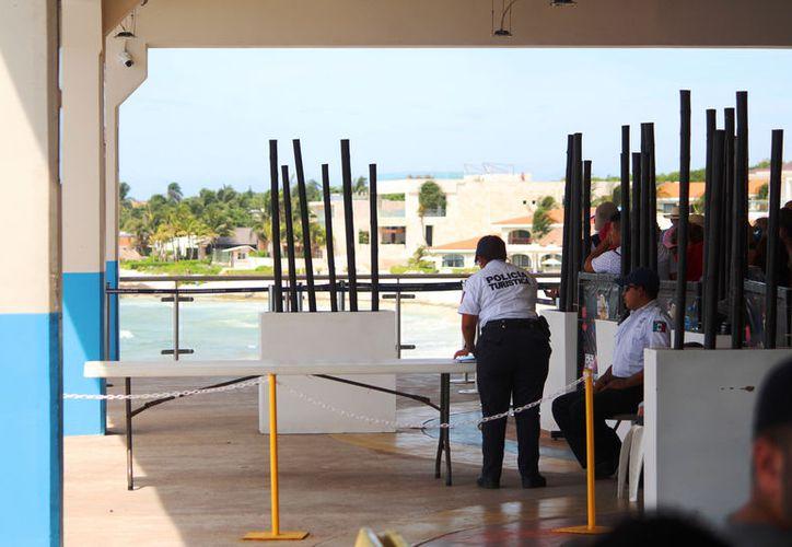 Los arcos de seguridad colocados en el muelle de Playa del Carmen fueron retirados. (Foto: Daniel Pacheco)