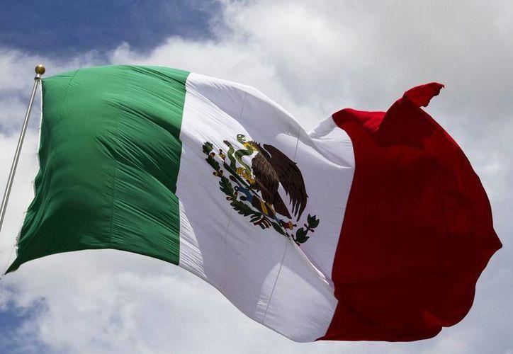 La Bandera Nacional es uno de los símbolos patrios en el que se transmite el más profundo sentido de pertenencia. (Notimex)