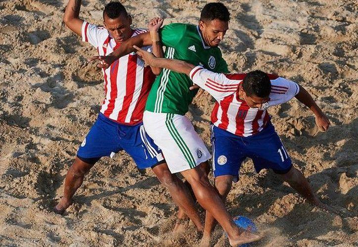 Los paraguayos tuvieron mejor desempeño en la arena. (Foto: @miseleccionmx)