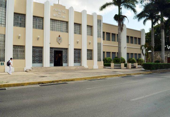El médico espiteño Luis Rosado López estudió en la Facultad de Medicina de la Uady. (Milenio Novedades)