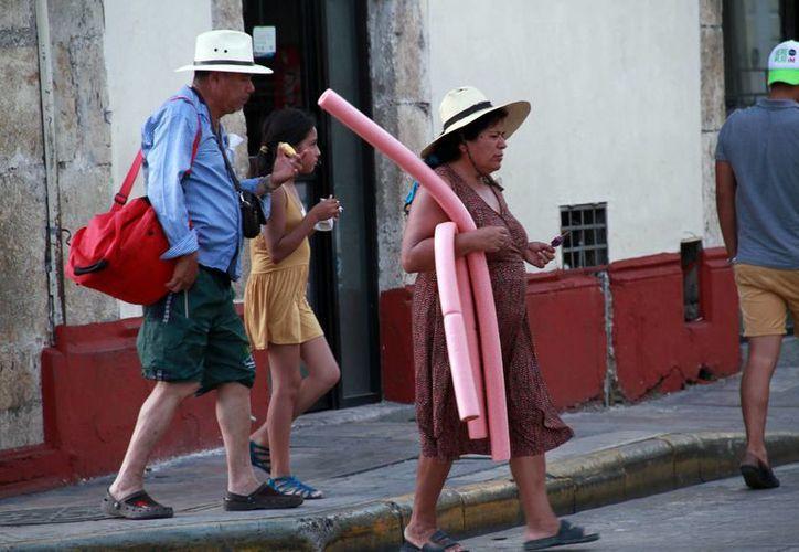 El domingo se registró una temperatura máxima de 36.7 grados en Mérida. (José Acosta/Milenio Novedades)