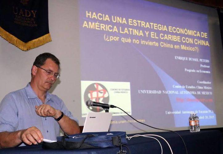 Imagen de Enrique Dussel Peters, coordinador del Centro de Estudios China-México de la UNAM, quien impartió una conferencia sobre China. (Milenio Novedades)