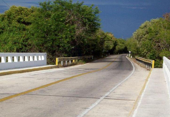 En el estado son muchas las carreteras que reportan sucesos paranormales constantemente. (Imágenes: Archivo)