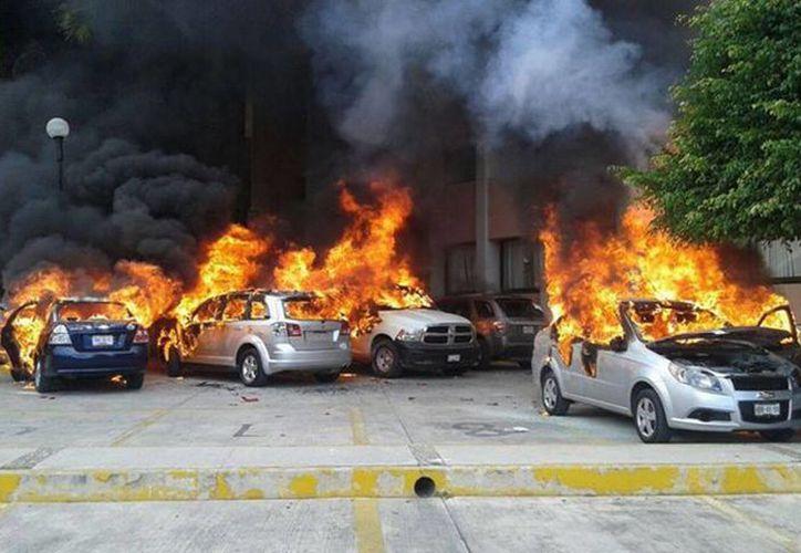 Ayer miércoles, maestros de la CETEG incendiaron las instalaciones del Congreso de Guerrero por la desaparición de los normalistas de Ayotzinapa. (Archivo/Notimex)