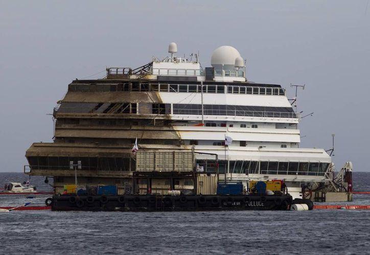 El buque de pasajeros embistió un arrecife frente a la isla Giglio después que se acercó demasiado a la costa. (Agencias)