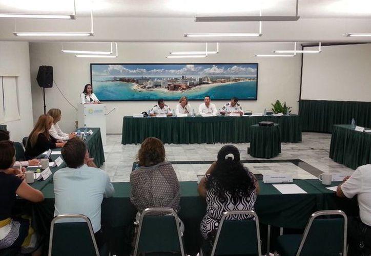 Reunión de cónsules con las autoridades del Ayuntamiento. (Israel Leal/SIPSE)